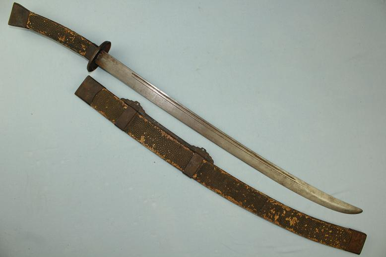 Chinese sabre Early-mid 19th century Large and complete Ray skin dress Fine pattern welded blade www.swordsantiqueweapons.com