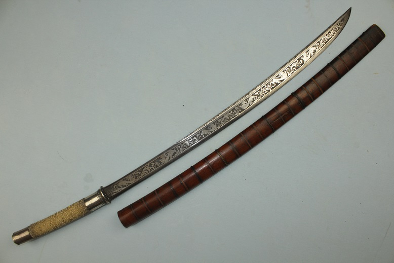 Burmese Dah sword a very fine example Silver dragons to blade Silver and ray skin hilt www.swordsantiqueweapons.com