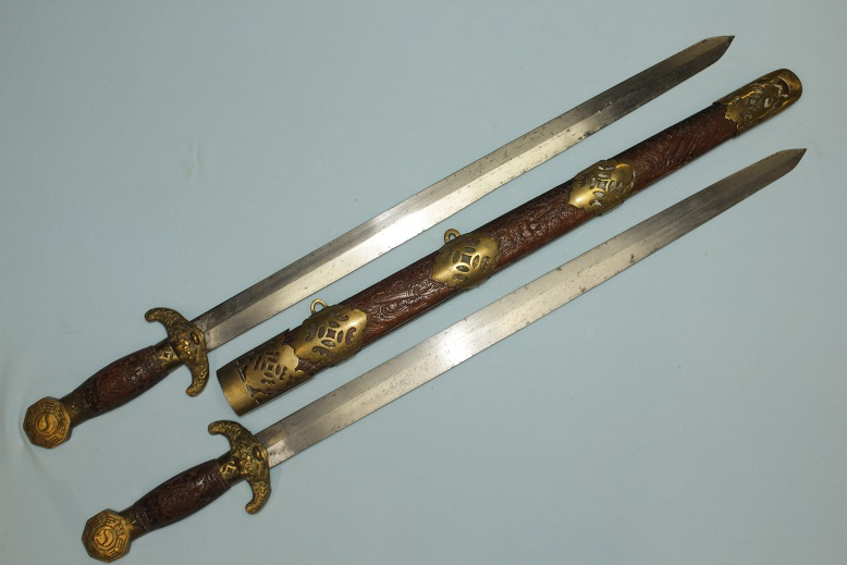 Shuang Jian Bagua Chinese swords with Taoist auspicious designs www.swordsantiqueweapons.com