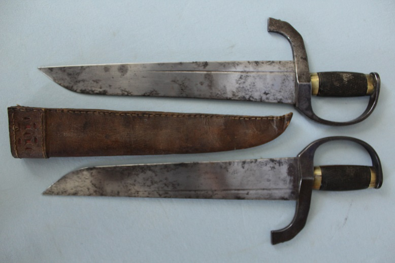 Chinese swords Hudiedao A very rare pair Wing Chun sized fighting knives 19th century Rare and complete www.swordsantiqueweapons.com