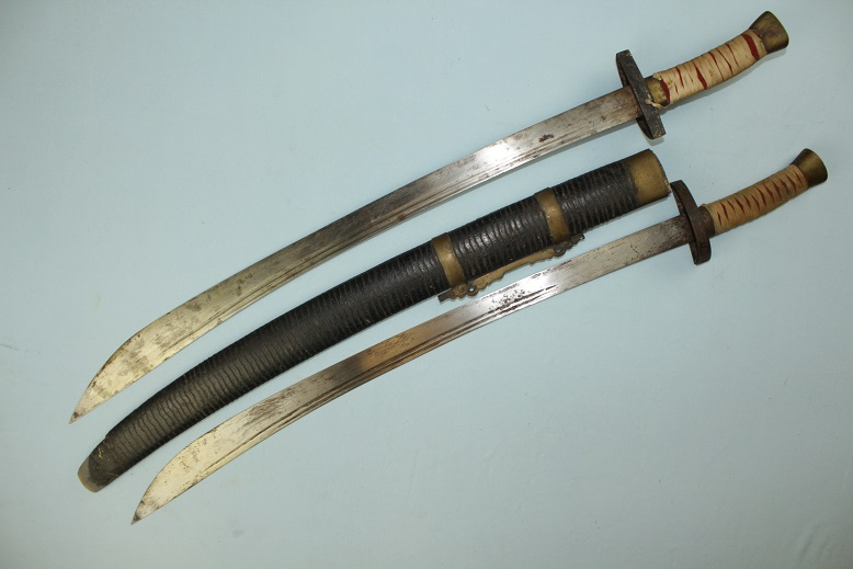 Shuang Dao Double Chinese ox tial sabres steel guards Dragons on blades www.swordsantiqueweapons.com