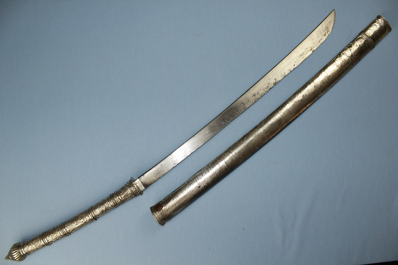 A fine massive sword Thailand & Laos All silver dress Dah Dha Daab Darb www.swordsantiqueweapons.com