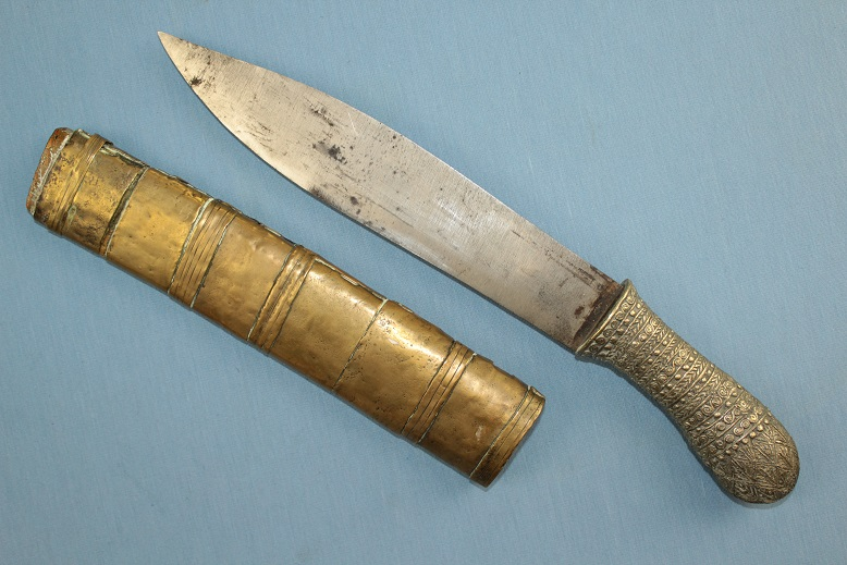 A very rare Knife type Burma, Thailand, Laos Golden triangle Heavy and very sharp www.swordsantiqueweapons.com