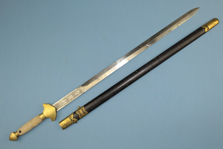Chinese Jian A good example Original polish Complete with scabbard www.swordsantiqueweapons.com