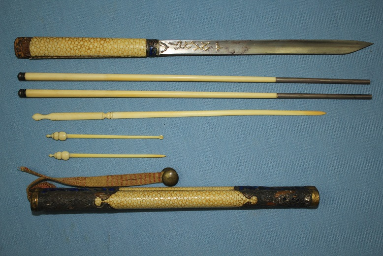 A Chinese eating set Qing QianLong Ching Chopsticks Trousse 19th century or earlier www.swordsantiqueweapons.com